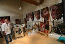 yves thos dans son atelier