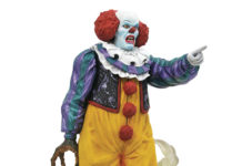 IT-1990-GALLERY-PENNYWISE-PVC-STATUE