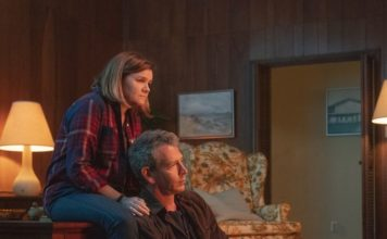 Mare Winningham and Ben Mendelsohn as Jeannie and Ralph Anderson in The Outsider.